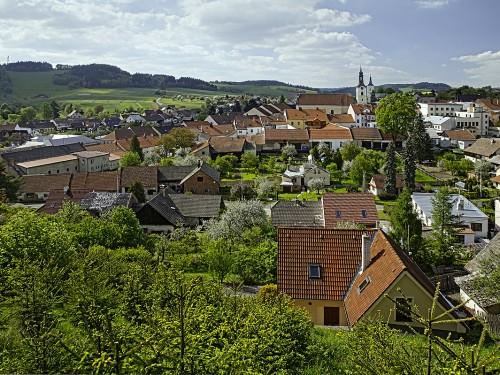 Jarní panorama Olešnice z Horního Vejpustku