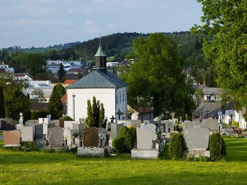 Olešnice - kostel svatého Mikuláše na katolickém hřbitově