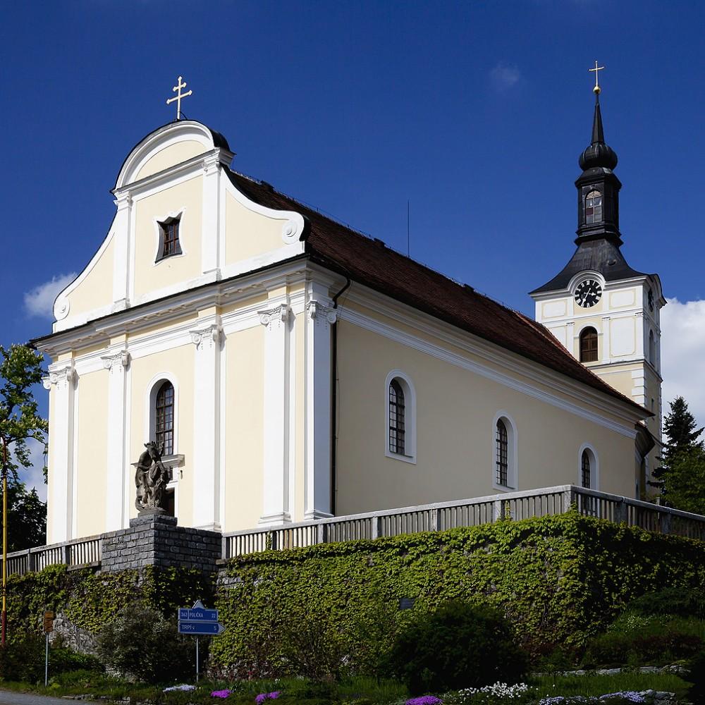 Kostel svatého Vavřince na náměstí v Olešnici